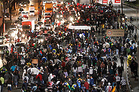 SÃO BERNARDO DO CAMPO,01- JULHO 2013 - PROTESTO CONTRA AUMENTO TARIFA - Manifestantes fecham Av.Lions  protestam contra o aumneto de tarifa em São bernardo do Campo na noite desta segunda feira (01).FOTO ALE VIANNA - BRAZIL PHOTO PRESS