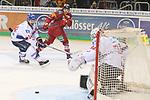 Duesseldorfs Jaedon Descheneau (Nr.14) und Mannheims Goalie ChetPickard (Nr.34)  verfolgen den Puck, der am Tor vorbei schliddert beim Spiel in der DEL, Duesseldorfer EG (rot) - Adler Mannheim (weiss).<br /> <br /> Foto © PIX-Sportfotos *** Foto ist honorarpflichtig! *** Auf Anfrage in hoeherer Qualitaet/Aufloesung. Belegexemplar erbeten. Veroeffentlichung ausschliesslich fuer journalistisch-publizistische Zwecke. For editorial use only.