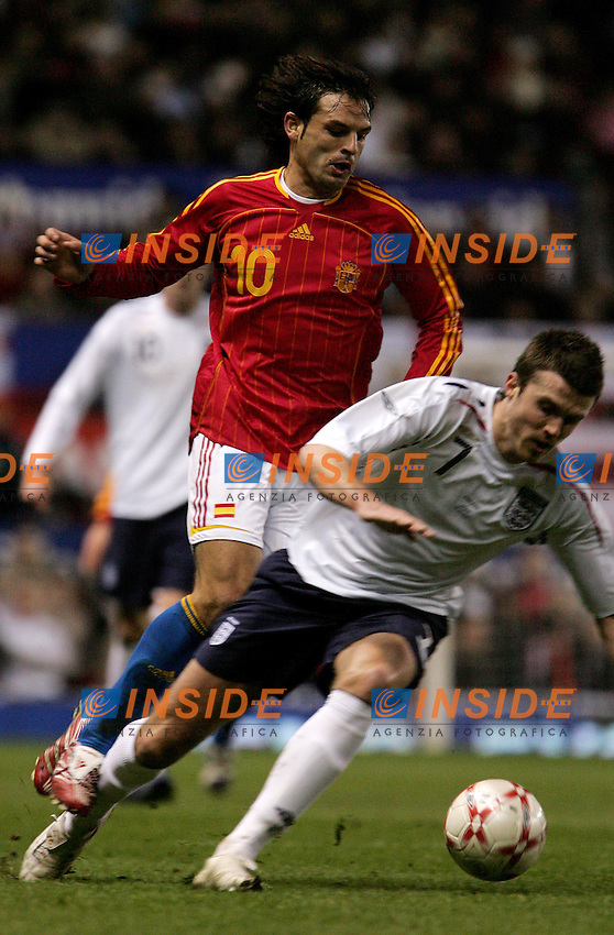 England's Michael Carrick against Spain's Fernando Morientes during a friendly match at Old Trafford in Manchester, Wednesday February 07, 2007. (INSIDE/ALTERPHOTOS/Alvaro Hernandez).