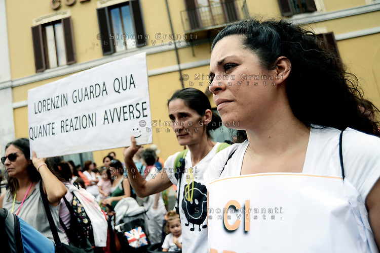 Roma, 28 Luglio 2017<br /> Associazioni di genitori contro l'obbligo vaccinale protestano in Piazza Montecitorio durante il voto finale alla Camera dei Deputati