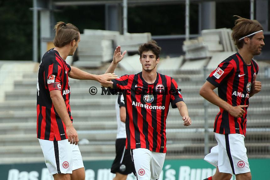 Alex Meier und Lucas Piazon (Eintracht) freuen sich ueber das 0:1
