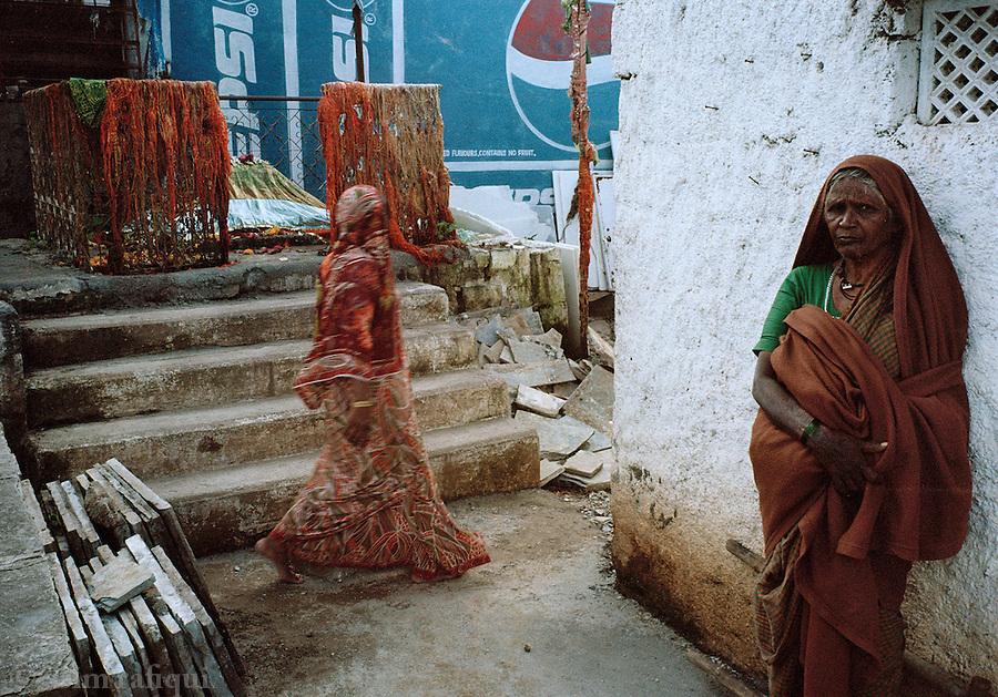 Pilgrims at the shrine of Mirawali Baba