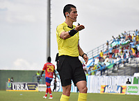 MONTERÍA - COLOMBIA, 30-09-2018:Andrés Rojas referee central.Acción de juego entre los equipos  Jaguares de Córdoba y Deportivo Pasto durante partido por la fecha 12 de la Liga Águila II 2018 jugado en el estadio Municipal Jaraguay de Montería . /Central Referee Andres Rojas.Action game between  Jaguares of Cordoba and Deportivo Pasto during the match for the date 12 of the Liga Aguila II 2018 played at Municipal Jaraguay Stadium in Monteria City . Photo: VizzorImage /Andrés Felipe López  / Contribuidor.