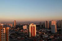 SAO PAULO, SP, 30-10-2014, CLIMA TEMPO. A quinta feira (30) amanheceu sem nuvens, na regiao do bairro da Mooca, zona leste de São Paulo. Foto: Luiz Guarnieri/ Brazil Photo Press.