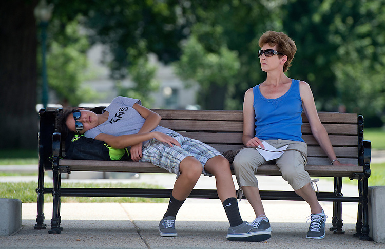 UNITED STATES - JULY 22: Amber Dominguez, 17, and her mother Donna take cover from the sun on shaded benches near the House steps. (Photo By Tom Williams/CQ Roll Call)
