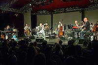Axel Prahl und das Inselorchester bei Kultur im Zelt