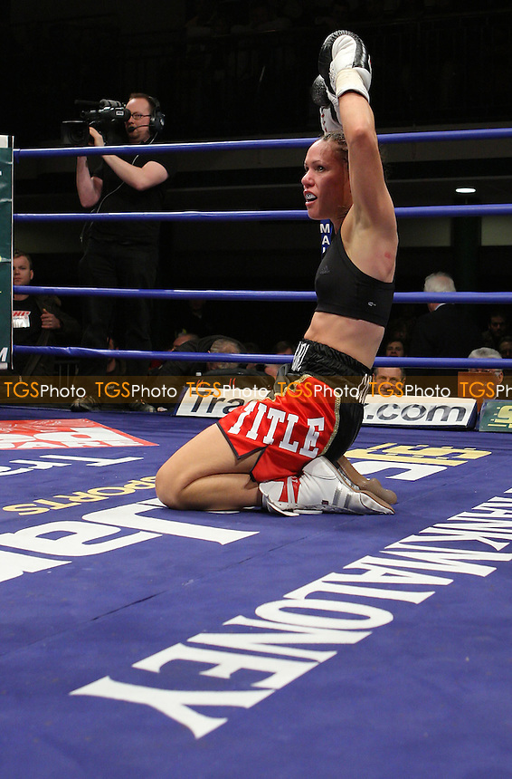 Laura Saperstein (Tottenham, black/red) defeats Olga Varchenko (Ukraine, blue/white) in a Light-Welterweight contest at York Hall, Bethnal Green, promoted by Frank Maloney (FTM Sports) - 01/02/08 - MANDATORY CREDIT: Gavin Ellis/TGSPHOTO. Self-Billing applies where appropriate. NO UNPAID USE. Tel: 0845 094 6026