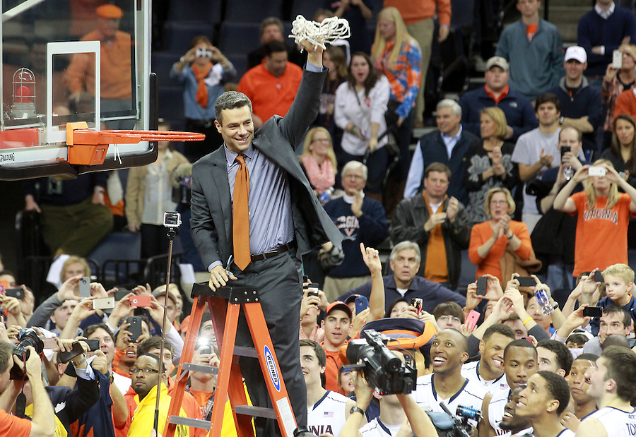 Virginia head coach Tony Bennett holds up the net to celebrate winning the ACC title after defeating Syracuse 75-56 Saturday March 1, 2014 during an NCAA basketball game in Charlottesville, VA. Photo/Andrew Shurtleff