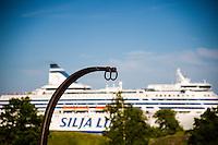 Finland, Helsinki. Suomenlinna sea fortress. Earthworks and guns of Kustaanmiekka.