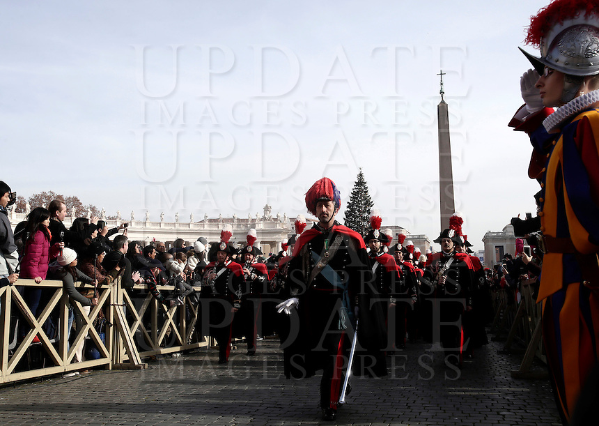 La banda dei Carabinieri arriva in Piazza San Pietro prima del messaggio Urbi et Orbi di Papa Francesco nel giorno di Natale, Citta' del Vaticano, 25 dicembre 2016.<br /> The Carabinieri band in Saint Peter square on the occasion of the Pope Francis' Urbi et Orbi (to the city and the world) Christmas message, at the Vatican on December 25, 2016.<br /> UPDATE IMAGES PRESS/Isabella Bonotto<br /> <br /> STRICTLY ONLY FOR EDITORIAL USE