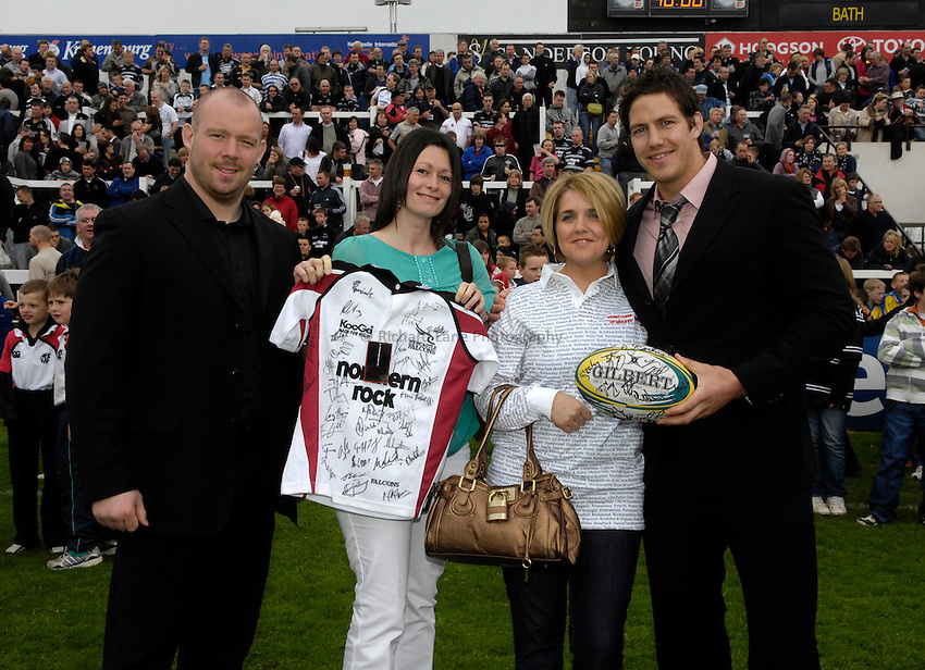 Photo: Jed Wee/Sportsbeat Images..Newcastle Falcons v Bath Rugby. Guinness Premiership. 28/04/2007...Half time presentation.