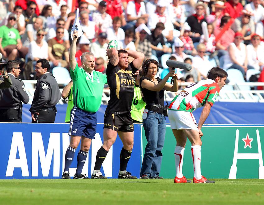© Andrew Fosker / Seconds Left Images 2010 - Huw Bennett  Biarritz Olympique v Ospreys - Heineken Cup Quarter Final - 10/04/2010 - Estadio Anoeta, San Sebastian - Spain  - All rights reserved.