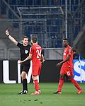 Schiedsrichter Felix Brych zeigt Sebastiaan Bornauw (nicht im Bild/ 1. FC Koeln) die gelb-rote Karte, Dominick Drexler (1. FC Koeln) und Jhon Cordoba (1. FC Koeln) reklamieren.<br /> <br /> Sport: Fussball: 1. Bundesliga: Saison 19/20: 28. Spieltag: TSG 1899 Hoffenheim - 1. FC Koeln, 27.05.2020<br /> <br /> Foto: Markus Gilliar/GES/POOL/PIX-Sportfotos.<br /> <br /> Nur für journalistische Zwecke! Only for editorial use!<br /> <br /> Gemäß den Vorgaben der DFL Deutsche Fußball Liga ist es untersagt, in dem Stadion und/oder vom Spiel angefertigte Fotoaufnahmen in Form von Sequenzbildern und/oder videoähnlichen Fotostrecken zu verwerten bzw. verwerten zu lassen. DFL regulations prohibit any use of photographs as image sequences and/or quasi-video.