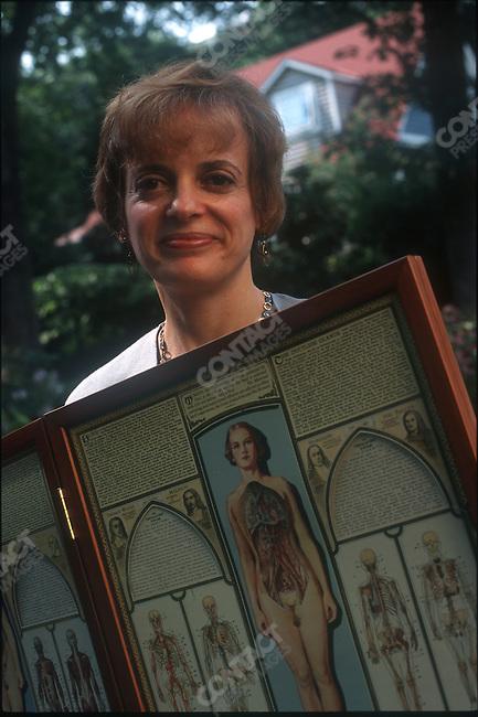 Natalie Anger    0007.NY Times Science Writer.Takoma Park, MD...2000 © David BURNETT / CONTACT Press Images