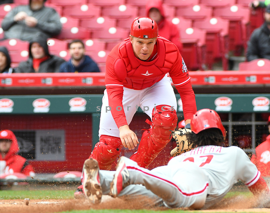 Cincinnati Reds Stuart Turner (32) during a game against the Philadelphia Phillies on April 6, 2017 at Great American Ballpark in Cincinnati, OH. The Reds beat the Phillies 4-7.