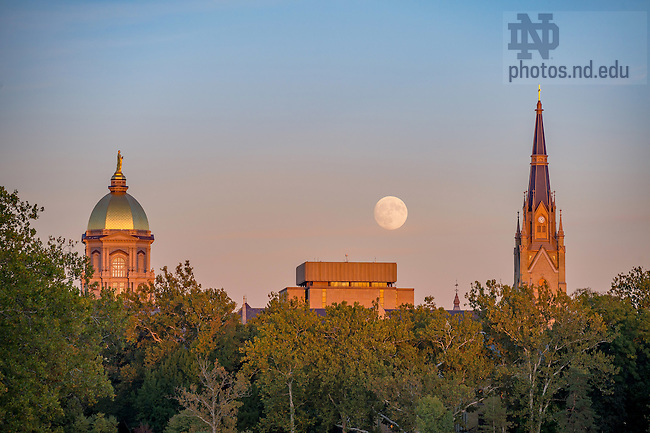 October 14, 2016; Moonrise (Photo by Matt Cashore/University of Notre Dame)