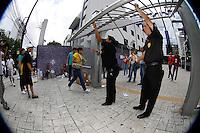 SÃO PAULO,SP, 08.01.2012 - FUVEST-SP - Candidatos durante a segunda fase da Fuvest na Uninove na Rua Vergueiro região sul de São Paulo. (Foto: Luiz Guarnieri/Brazil Photo Press)