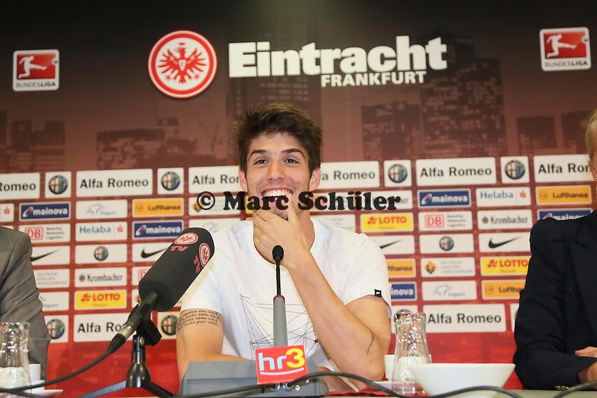Neuzugang Lucas Piazon wird von Eintracht Frankfurt in der Commerzbank Arena vorgestellt