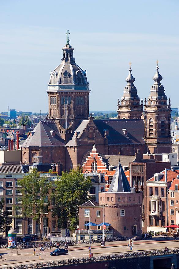 Nederland, Amsterdam, 9 sept  2008.Stadsgezicht Amsterdam met Schreierstoren en Sint Nikolaaskerk..Foto (c) Michiel Wijnbergh