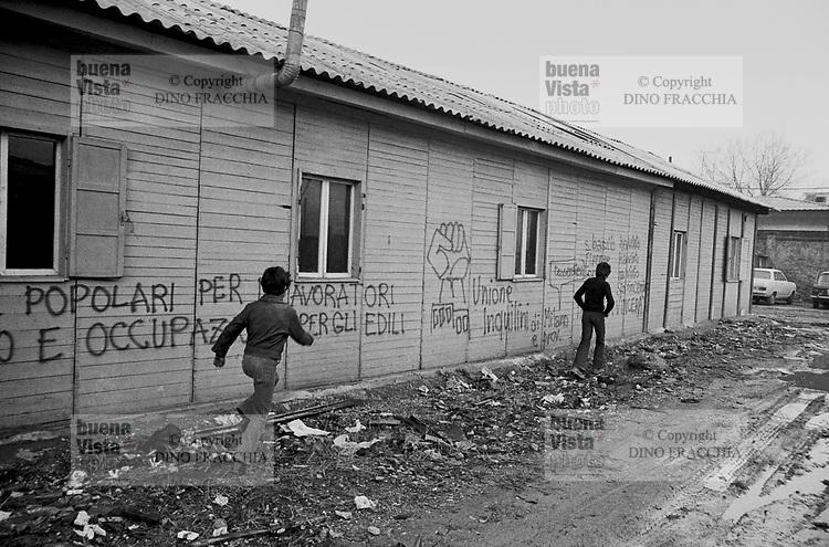 - popular houses illicity occupied by homeless families in Famagosta  avenue, south periphery  of the city  (Milan, 1974)....- case popolari occupate abusivamente da famiglie di senza tetto in viale Famagosta, alla periferia sud della città  (Milano, 1974)