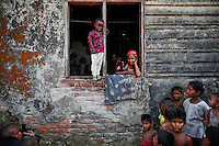 Rohingya Muslims displaced by violence pass the time at a former rubber factory serving as their shelter near Sittwe April 28, 2013. Picture taken April 28, 2013.   REUTERS/Damir Sagolj (MYANMAR)