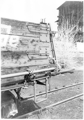&quot;A&quot; end mechanism of D&amp;RGW drop-bottom gondola.<br /> D&amp;RGW