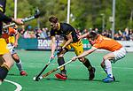 BLOEMENDAAL - Pepijn Rijenga (Den Bosch) met Thierry Brinkman (Bldaal)   tijdens de hoofdklasse competitiewedstrijd hockey heren,  Bloemendaal-Den Bosch (2-1) COPYRIGHT KOEN SUYK