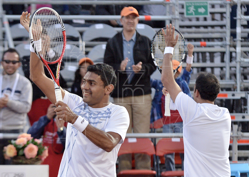 BOGOTÁ -COLOMBIA. 20-07-2013. Purav Raja (IND)(I)/ Dijiv Sharan (IND)(D) celebran tras ganar el juego contra Edouard Roger-Vasselin (FRA)/Igor Sijsling (HOL) en dobles en final del ATP Claro Open Colombia 2013 realizado hoy en el Centro de Alto Rendimiento en la ciudad de Bogotá. La pareja de indues ganaron en el torneo ATP tour 250 en la categoría de dobles. / Purav Raja (IND)(L)/ Dijiv Sharan (IND)(R) celebrate after winning the match against Edouard Roger-Vasselin (FRA)/Igor Sijsling (HOL) on the final of the ATP Claro 2013 today at Centro Alto Rendimiento in Bogota city. The  hindu couple won the first place on the ATP tour 250 in doubles category. Photo: VizzorImage / Str
