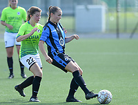20180915 - Brugge , BELGIUM : Julie Meseure (r) pictured in a duel with Aalst's Isabel Scevenels (left) during the third game in the first division season 2018-2019 between the women teams of Club Brugge Dames and Eendracht Aalst , Saturday 15 September 2018 . PHOTO DAVID CATRY | SPORTPIX.BE