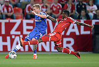 FUSSBALL  SUPERCUP  FINALE  2013  in Prag    FC Bayern Muenchen - FC Chelsea London          30.08.2013 Andre Schuerrle (li, FC Chelsea) gegen David Alaba (re, FC Bayern Muenchen)