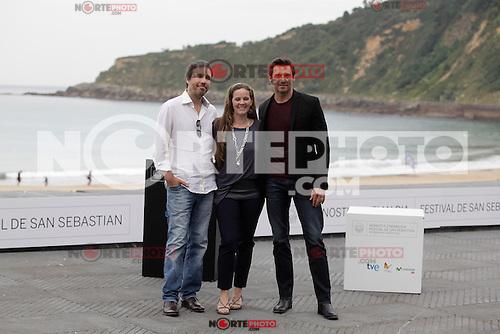 "Director Denis Villeneuve (L) and australian actor Hugh Jackman posses in the photocall of the ""Prisioners"" film presentation during the 61 San Sebastian Film Festival, in San Sebastian, Spain. September 27, 2013. (ALTERPHOTOS/Victor Blanco)"