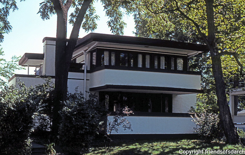 F.L. Wright: Mrs. Thomas H. Gale House, 6 Elizabeth Ct., Oak Park. 1909.  Photo '76.