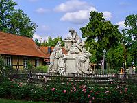 Caroline Mathilde Denkmal im Französischen Garten, Celle, Niedersachsen, Deutschland, Europa<br /> Monument Carolinr Mathilde in French Garden, Celle, Lower Saxony, Germany, Europe
