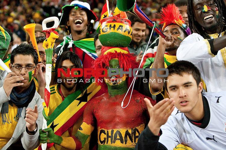02.07.2010, Soccer City Stadium, Johannesburg, RSA, FIFA WM 2010, Viertelfinale, Uruguay (URU) vs Ghana (GHA) im Bild Fans of Ghana,  Foto: nph /   Vid Ponikvar, ATTENTION! Slovenia OUT *** Local Caption *** Fotos sind ohne vorherigen schriftliche Zustimmung ausschliesslich f&uuml;r redaktionelle Publikationszwecke zu verwenden.<br /> <br /> Auf Anfrage in hoeherer Qualitaet/Aufloesung
