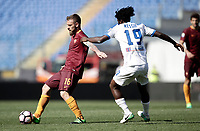 Calcio, Serie A: Roma, stadio Olimpico, 14 aprile 2017.<br /> Roma's Daniele De Rossi (l) in action with Atalanta's Franck Kessi&eacute; (r) during the Italian Serie A football match between Roma and Atalanta at Rome's Olympic stadium, April 14, 2017.<br /> UPDATE IMAGES PRESS/Isabella Bonotto