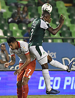 PALMIRA - COLOMBIA, 13-11-2019: Kevin Moreno del Cali disputa el balón con Jefferson Duque de Santa Fe durante partido entre Deportivo Cali e Independiente Santa Fe por la fecha 2, cuadrangulares semifinales, de la Liga Águila II 2019 jugado en el estadio Deportivo Cali de la ciudad de Palmira. / Kevin Moreno of Cali vies for the ball with Jefferson Duque of Santa Fe during match between Deportivo Cali and Independiente Santa Fe for the date 2, quadrangular semifinals, as part Aguila League II 2019 played at Deportivo Cali stadium in Palmira city. Photo: VizzorImage / Gabriel Aponte / Staff
