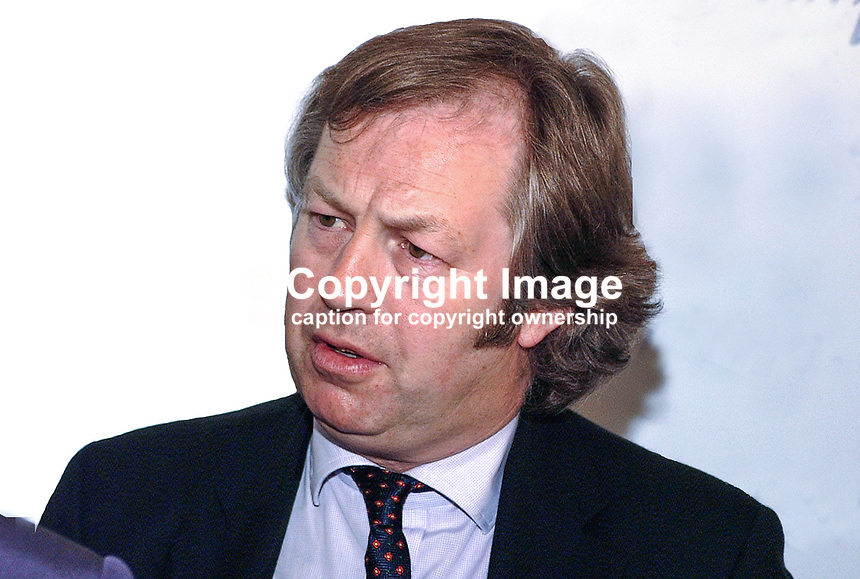 Eamon Mallie, political journalist, Downtown Radio, Belfast, N Ireland, UK, 2001051928..Copyright Image from Victor Patterson, 54 Dorchester Park, Belfast, UK, BT9 6RJ..Tel: +44 28 9066 1296.Mob: +44 7802 353836.Voicemail +44 20 8816 7153.Skype: victorpattersonbelfast.Email: victorpatterson@mac.com.Email: victorpatterson@ireland.com (back-up)..IMPORTANT: If you wish to use this image or any other of my images please go to www.victorpatterson.com and click on the Terms & Conditions. Then contact me by email or phone with the reference number(s) of the image(s) concerned.