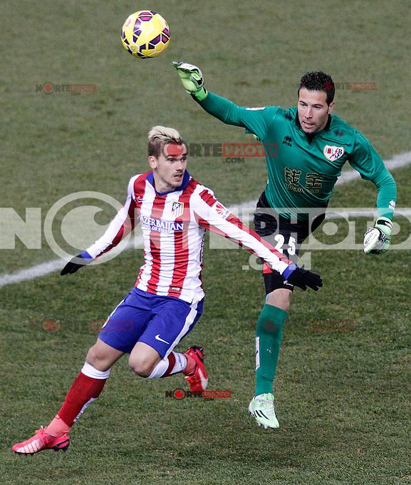 Atletico de Madrid's Antoine Griezmann (l) and Rayo Vallecano's Tono Rodriguez during La Liga match.January 24,2015. (ALTERPHOTOS/Acero) /NortePhoto<br /> NortePhoto.com