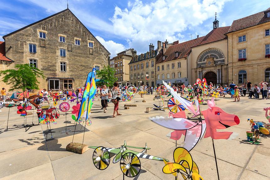 France, Franche-Comté (25), Pontarlier, 15ème Festival du cerf-volant sur la Place d'Arçon // France, Franche Comte, Pontarlier, 15th Kite Festival, Arçon square