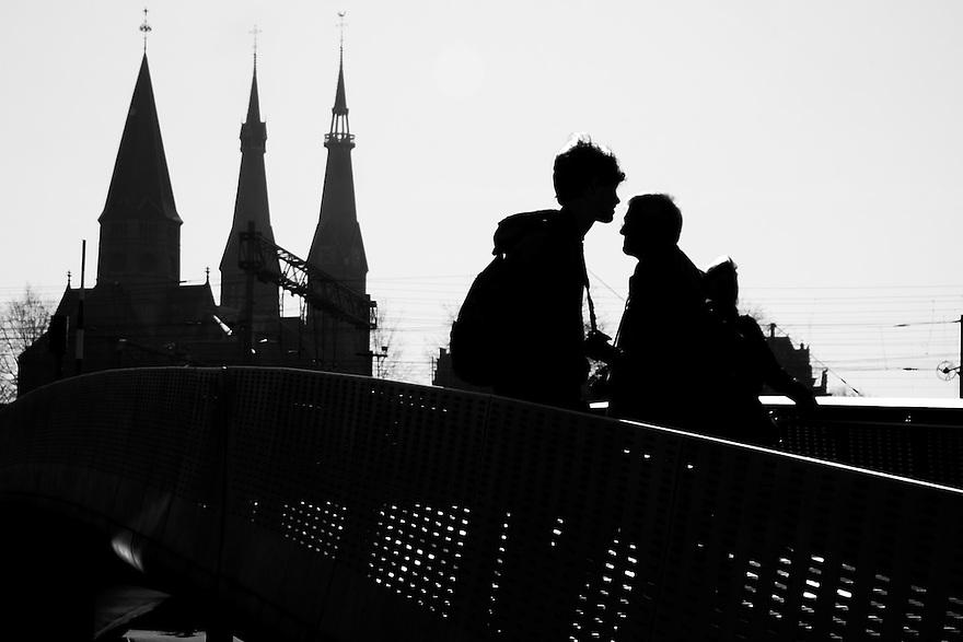 Nederland, Amsterdam, 8 maart  2015<br /> Amateurfotografen in de stad. <br /> (Aernout en Jonathan)<br /> Foto: (c) Michiel Wijnbergh