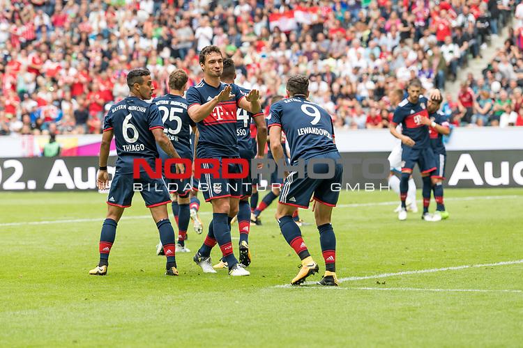 15.07.2017, Borussia Park, Moenchengladbach, GER, TELEKOM CUP 2017 - FC Bayern Muenchen vs TSG 1899 Hoffenheim<br /> <br /> im Bild<br /> Jubel zum 1:0 durch Robert Lewandowski (FC Bayern Muenchen #9), jubelt mit Thiago (FC Bayern Muenchen #6), Mats Hummels (FC Bayern Muenchen #5), <br /> <br /> Foto &copy; nordphoto / Ewert