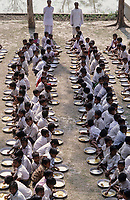 INDIA Sundarbans, free school lunch for children in village school of Ramakrishna Ashram/ INDIEN Sundarbans, kostenlose Schulspeisung fuer Kinder in Schule der Ramakrishna Mission