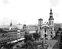 Place_de_l_Hotel-de-Ville__Basilique-cathedrale_Notre-Dame-de-Quebec,_1927
