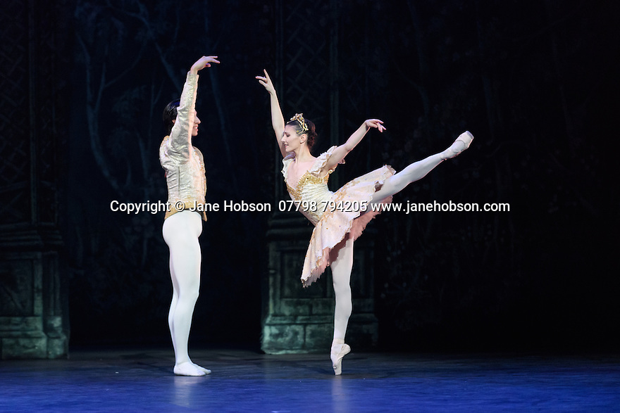 London, UK. 13.12.2016. English National Ballet presents NUTCRACKER, at the London Coliseum. Choreography by Wayne Eagling, based on a concept by Toer van Schayk and Wayne Eagling, music by Pyotr Ilyich Tchaikovsky, design by Peter Farmer, lighting by David Richardson. Picture shows: Cesar Corrales (Nephew), Alina Cojocaru (Clara/Sugar Plum Fairy). Photograph © Jane Hobson.,