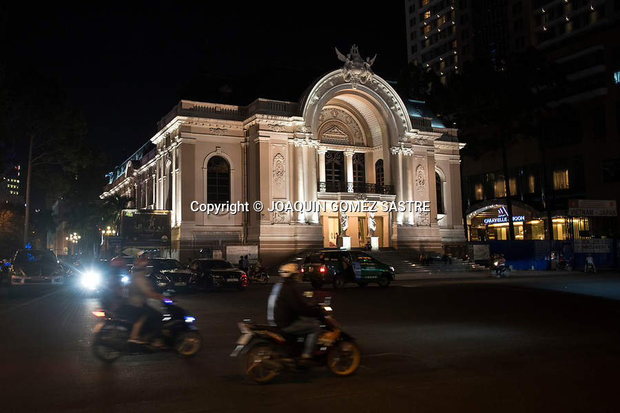 Night view of The Saigon Opera House, is an opera house built in the French colonial period<br /> HO CHI MINH-VIETNAM