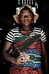 Julienne, 17 ans, retrouvée dans la foret pendant la guerre.  A la recherche de ses parents. Prise en charge par le BVES. Enceinte de 8 mois.