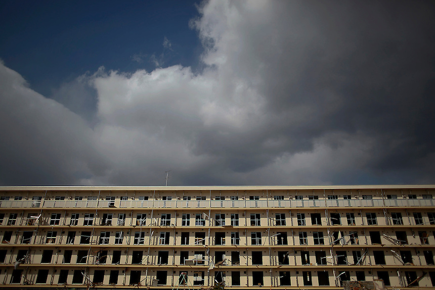 A apartment building is abandoned in Rikuzentakata after the area was devastated by a magnitude 9.0 earthquake and tsunami March 23, 2011.   REUTERS/Damir Sagolj (JAPAN)