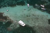France/DOM/Martinique/ env Le François: les fonds blancs, bancs de sable coralien, et la baignoire de Joséphine - vue aérienne