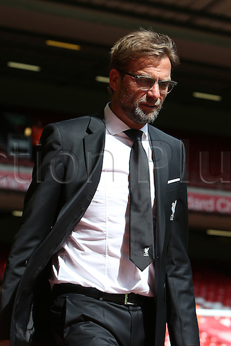 10.04.2016. Anfield, Liverpool, England. Barclays Premier League. Liverpool versus Stoke. Jurgen Klopp, Liverpool manager arrives at the stadium.