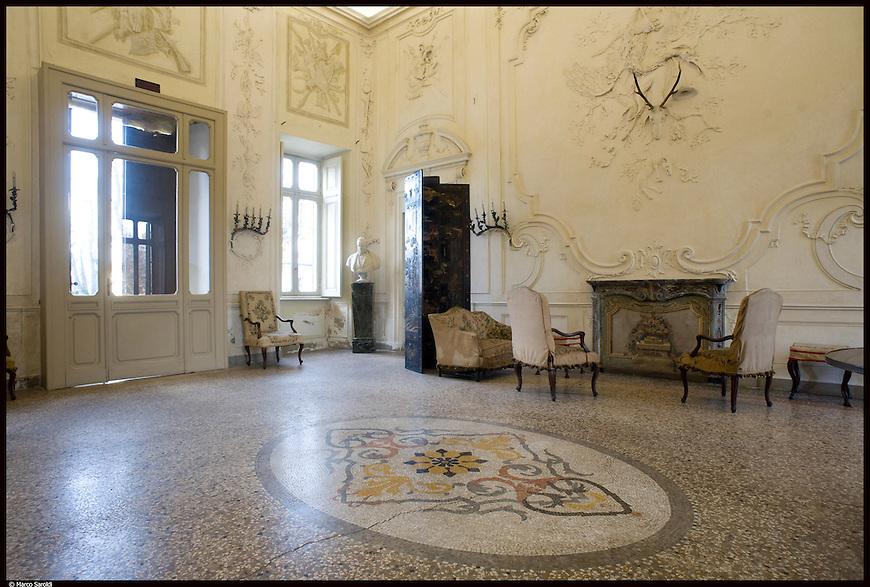 Il Castello Cavour di Santena, residenza del Conte Camillo di Cavour. Il salone delle cacce.